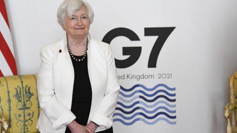 Bidenově vládě docházejí peníze, ministryně varuje před dosažením dluhového stropu
