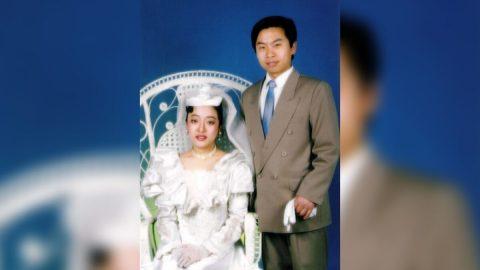 """Inženýr, který """"napíchl"""" čínské televizní vysílání, přežil 13 let mučení ve vězení"""