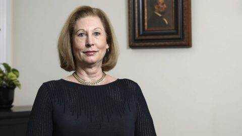 Skupina Sidney Powellové podala žalobu na Pentagon kvůli povinnému očkování