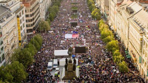 V Praze se shromáždily desítky tisíc lidí, aby podpořily nezávislost justice