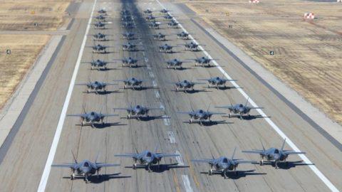 USA zahajují výcvik pilotů kboji proti čínským stíhačkám J-20